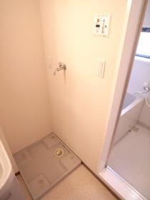 洗濯機置場には防水パン完備で水漏れも安心♪