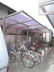 敷地内屋根付き駐輪場♪