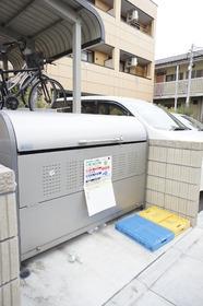 http://image.rentersnet.jp/952e2cdee3f8e14c34431110a07f91ef_property_picture_961_large.jpg_cap_専用ゴミステーション