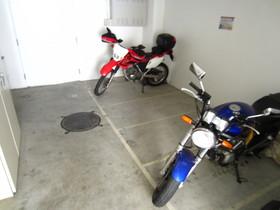 大型も置けるバイク置場♪