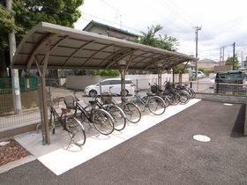 屋根付き自転車置き場。雨の日でも安心