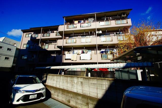 大阪府茨木市下穂積の賃貸マンションの外観