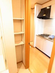 洗面台、背中側にはタオルなどの収納スペース♪