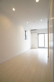 http://image.rentersnet.jp/98918f7d-a2be-4118-b9cd-112e9917cfde_property_picture_962_large.jpg_cap_エアコン設置済みの洋室8.1帖。