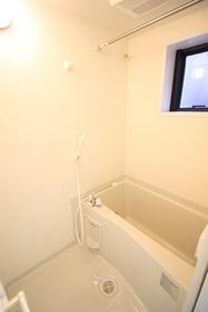 横幅もしっかりあって収納しやすい洗面台