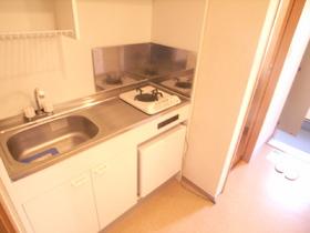 キッチンスペース結構広いですよ。