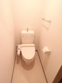 トイレにはウォシュレットも付いちゃってるんです