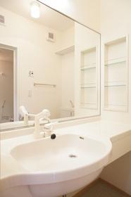 http://image.rentersnet.jp/9981e082-9896-4938-b12d-982c9b2c1ccf_property_picture_962_large.jpg_cap_鏡の大きな洗面台です
