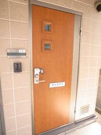 オシャレな玄関扉です☆