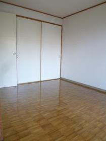 ヴィラ・セリーズ 102号室