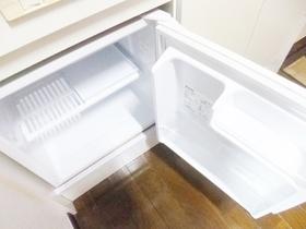 ミニ冷蔵庫備え付きです☆