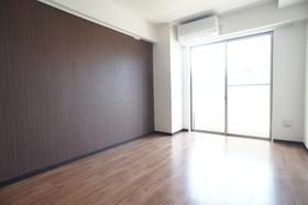 マニフィック飯田 201号室