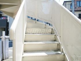 2階へはこの階段から♪