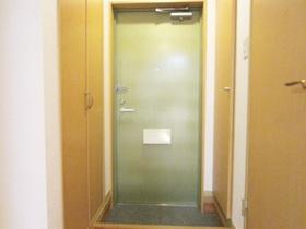 収納もしっかり付いた玄関でスッキリ使えます。