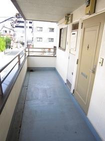 http://image.rentersnet.jp/9d411ac3-7173-4044-8656-4f42c3dbae21_property_picture_961_large.jpg_cap_廊下部分