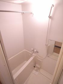 雨の日でもココで洗濯物が乾いちゃう!浴室乾燥機!