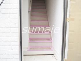二階分玄関は内階段です☆