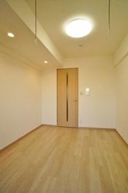 http://image.rentersnet.jp/9e4f7fd3-2eaf-42fa-af14-269fefc3b0bc_property_picture_962_large.jpg_cap_バルコニー側から撮影した洋室