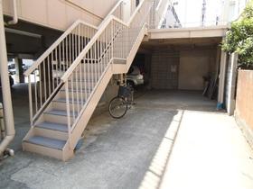 こちらの階段から居住スペースへと進みます!