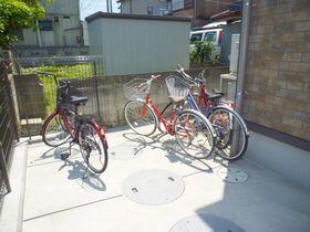 自転車は敷地内のスペースに