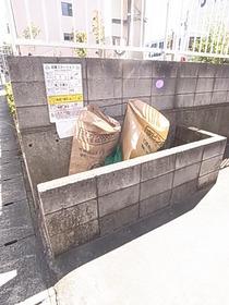 ゴミ捨て場は敷地内にあります☆