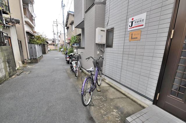 こちらに自転車も置いてください。