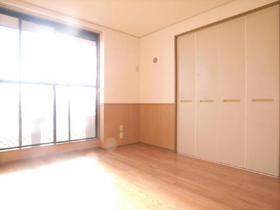 洋室6畳のお部屋です!日当たり良好♪