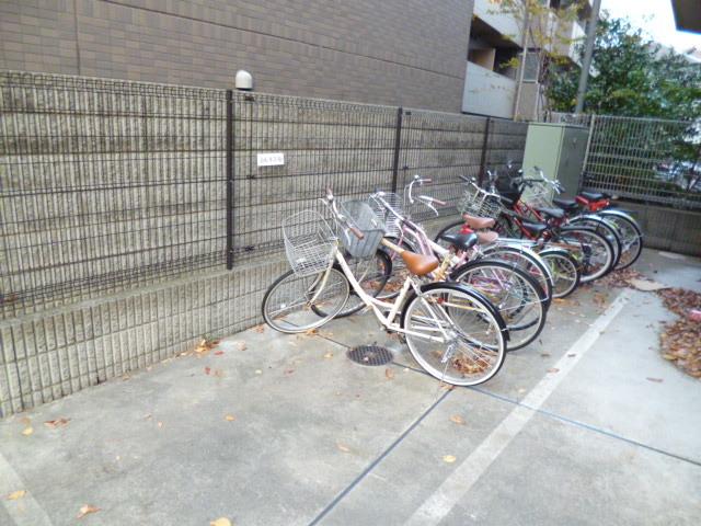 スカイコート芦花公園駐車場