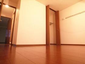 北側のお部屋は収納もございます。