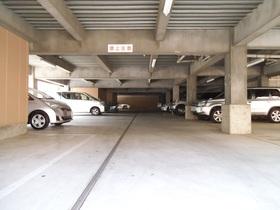 広々とした開放感のある駐車場!