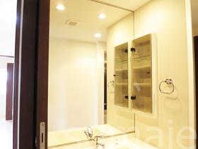 鏡の大きい洗面台です♪