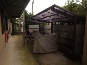 自転車置場は屋根つきですよ!