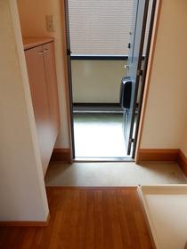 http://image.rentersnet.jp/a66424ed-a08e-4347-a1c9-30adcd4fb2dd_property_picture_953_large.jpg_cap_玄関