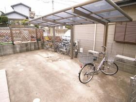 自転車置場も広々しています!バイクも置けますよ