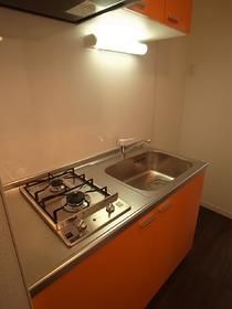 オレンジの華やかなキッチンです