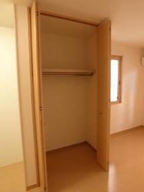 お部屋の中心は収納スペース