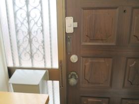 中から見た玄関のドアです(#^^#)