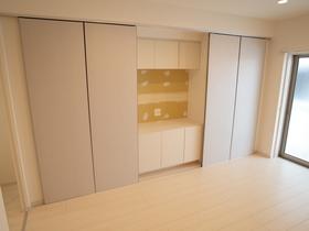 テレビ台不要の収納!テレビを置くスペースも家具を置くスペースに活用できます!