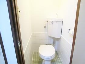 レトロなタイルが可愛らしいトイレ♪