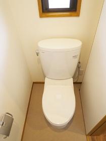 窓有りのトイレです♪