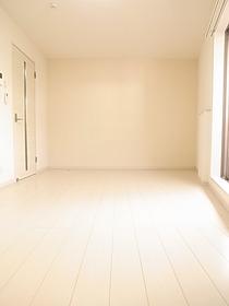 白を基調にした清潔感のあるお部屋です♪