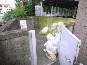 ゴミ置場も敷地内にあるので、便利です。
