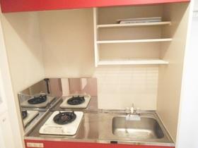 キッチンには収納設備も備わっております☆