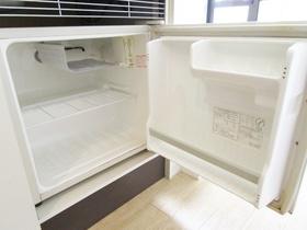 ミニ冷蔵庫あります。