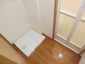 脱衣スペースに室内洗濯機置き場あります!