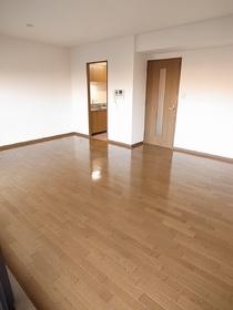 築年数は古いですが、室内きれいですよ!