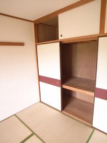 和室には大きな収納あります