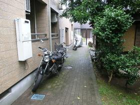 自転車が止められるスペースがあります。