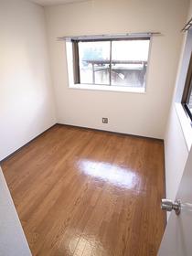 洋室5帖のお部屋です。