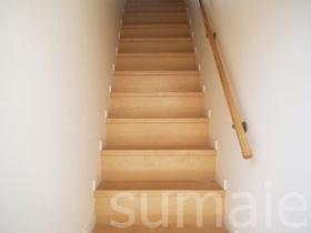 玄関開けたらすぐ階段を上がります!